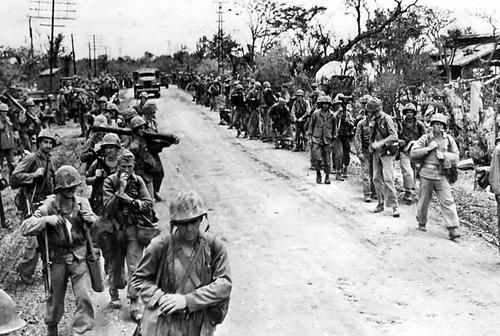 Американцы во время битвы за остров Тиниан. Июль 1944 г.