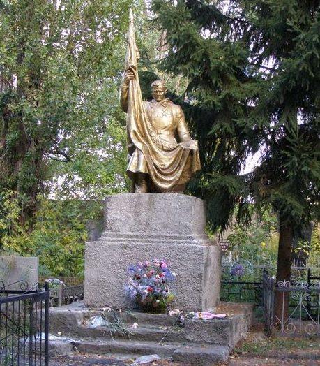 г. Полтава. Памятник на центральном кладбище, установленный на братской могила воинов, погибших при освобождении города.