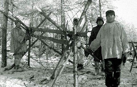 Создание проволочных заграждений. Февраль 1940 г.
