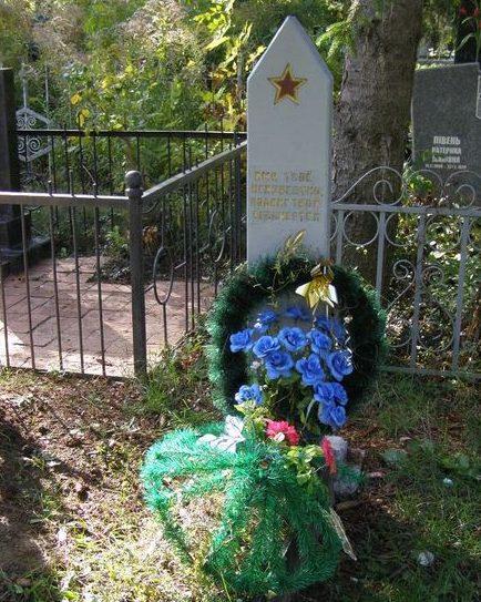 г. Полтава. Могила неизвестного воина на центральном кладбище.