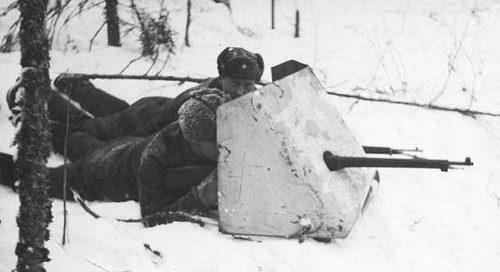 Трофейный советский броневой щит. Вийпури, 4 марта 1940 г.