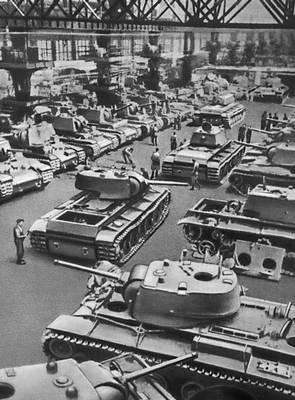Производство КВ-1 на Кировском заводе. 1941 г.