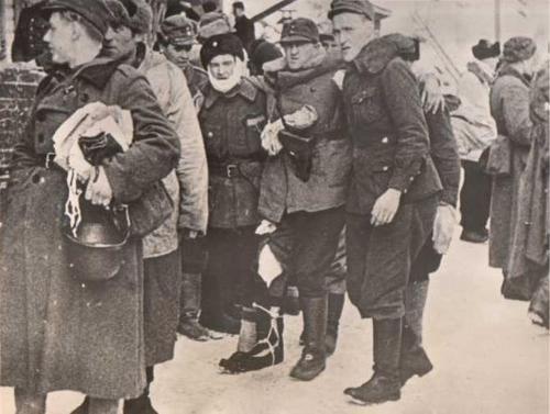 Раненые солдаты направляются в военный госпиталь. Март 1940 г.