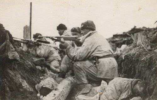 Финские солдаты в обороне на реке Свирь. Апрель 1942 г.