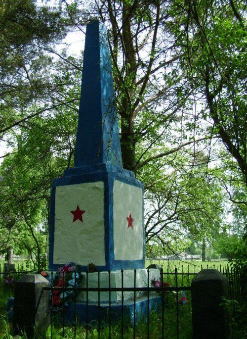 д. Шуи Рославльского р-на. Братская могила, в которой похоронено 2500 советских военнопленных и мирных жителей, погибших в концлагере №112.