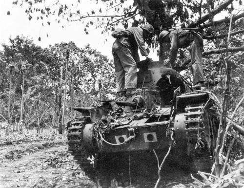 Захваченный японский легкий танк типа 95 «Ха-Го» на острове Сайпан. Июль 1944 г.
