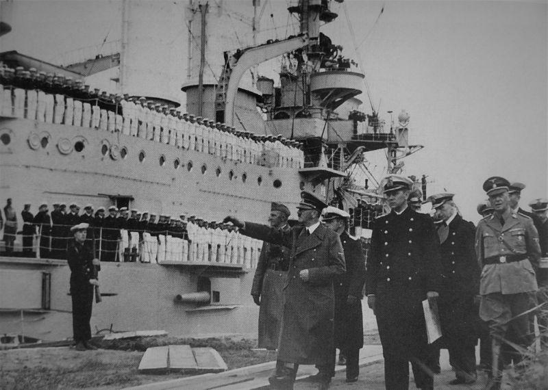 Гитлер приветствует экипаж линкора «Шлезвиг-Гольштейн» в Данциге. 21 сентября 1939 г.