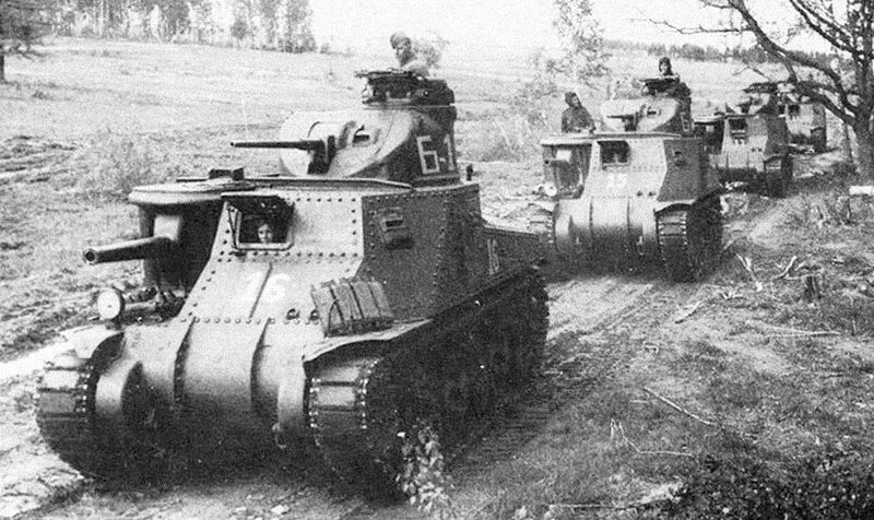 Английские танки «Тетрархи» в составе 21 ОУТП. Шаумян, март 1942 г.