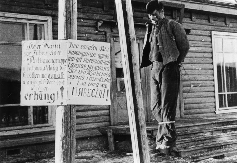 Казненный партизан. Минск, 1942 г.