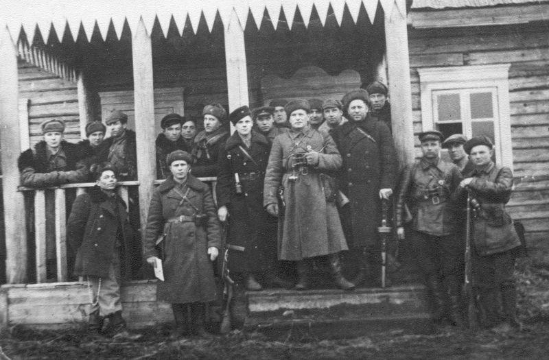 Групповое фото командного состава Пинского партизанского соединения. 1942 г.
