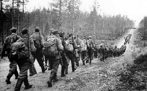 Колонна финских солдат. 1940 г.