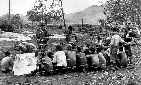 Японские военнопленные захваченные морскими пехотинцами на острове Сайпан. Июль 1944 г.