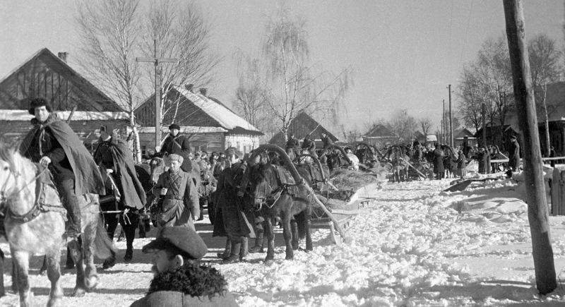 Партизаны соединения Сидора Ковпака в белорусском селе Малковичи. Январь 1943 г.