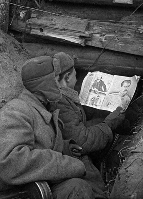 Чтение советского журнала.