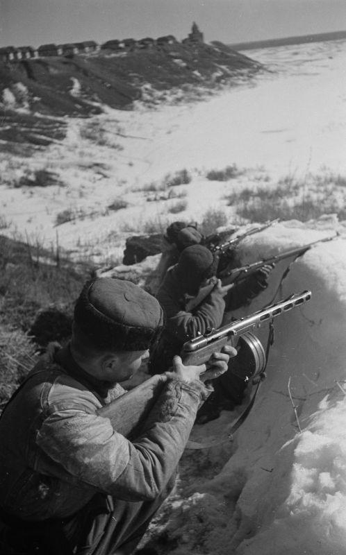 Партизаны в засаде западнее Курска. Март 1943 г.