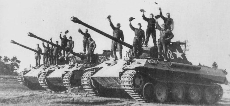Трофейные танки Pz.V Panther, захваченные у 5-й танковой дивизии СС «Викинг». 1944 г.
