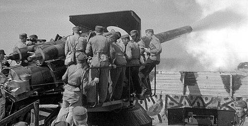 Финские артиллеристы стреляют из 152/45 C орудия береговой обороны на острове Мякилуото. 1940 г.