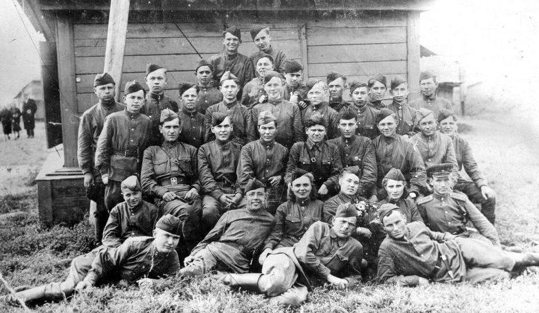 Бойцы партизанского отряда им. Комсомола Удмуртии 11-й Волховской партизанской бригады. 31 августа 1943 г.