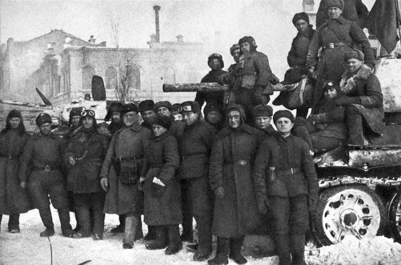 Советские танкисты после боев в Сталинграде. 1943 г.