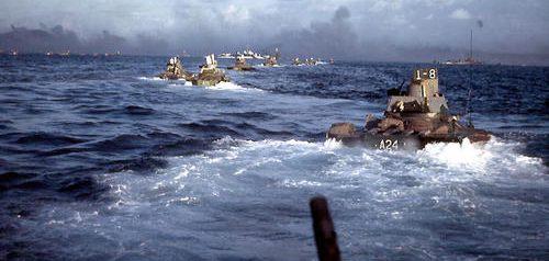 Морские пехотинцы на пути к Иводзиме. 19 февраля 1945 г.