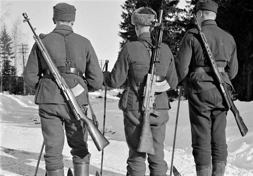 Финские солдаты с разнообразным оружием. 1940 г.