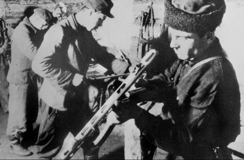 Оружейная мастерская отряда имени Г.И. Котовского Пинского партизанского соединения. Декабрь 1943 г.