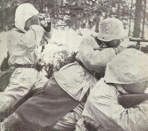 Финский наблюдатель и 2 снайпера. 1940 г.