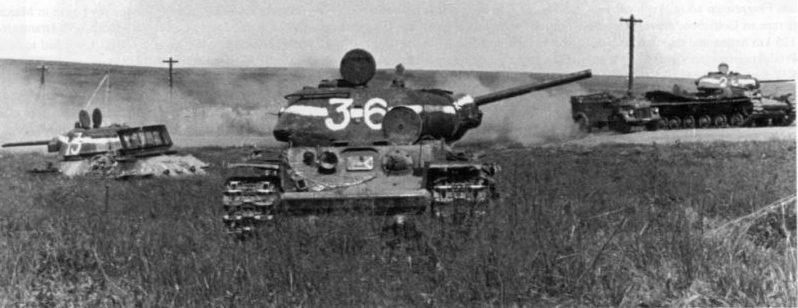 Подбитые советские танки КВ-1С и Т-34-76. 1943 г.