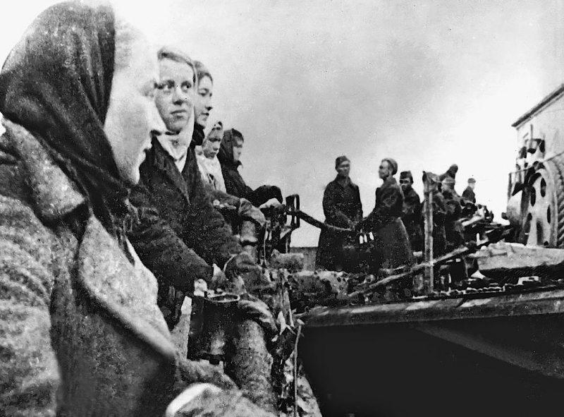 Прокладка «Кабеля жизни» в Ленинград. 1942 г.