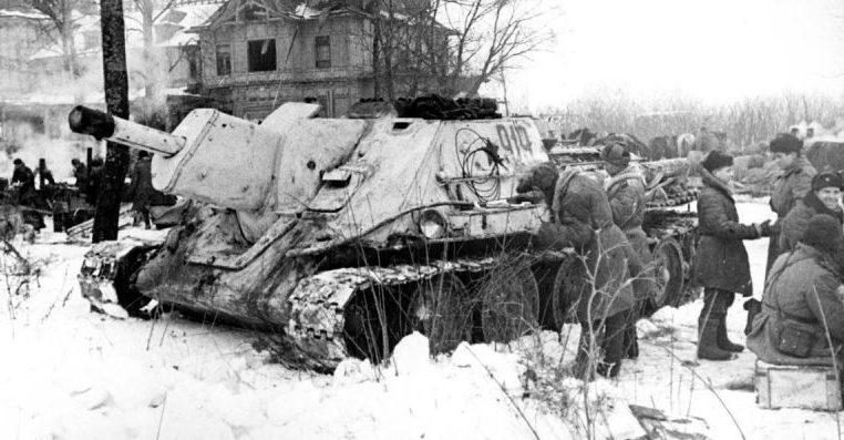 Советские самоходчики на привале в Красном селе. Январь 1944 г.
