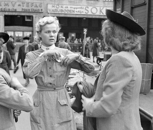 Участница Лотта Свярд перед отъездом на фронт. Хельсинки, 20 июня 1941 г.