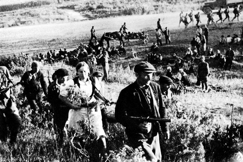 Калининские партизаны в боевом походе. 1943 г.