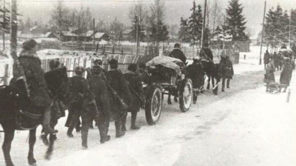 Красноармейский обоз под Волховом. 1942 г.
