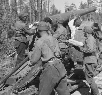 Расчет финского орудия 155 K 77. 20 июля 1941 г.