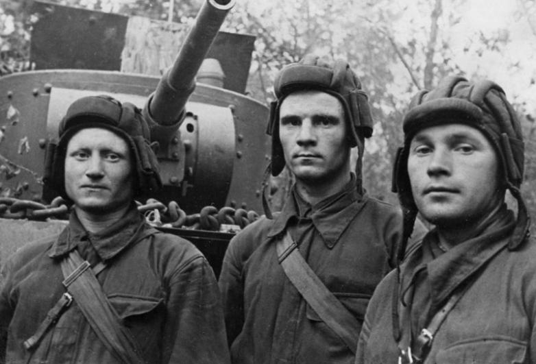 Капитан Владимир Бочковский с экипажем одержал 36 побед в банковом бою 1944 г.