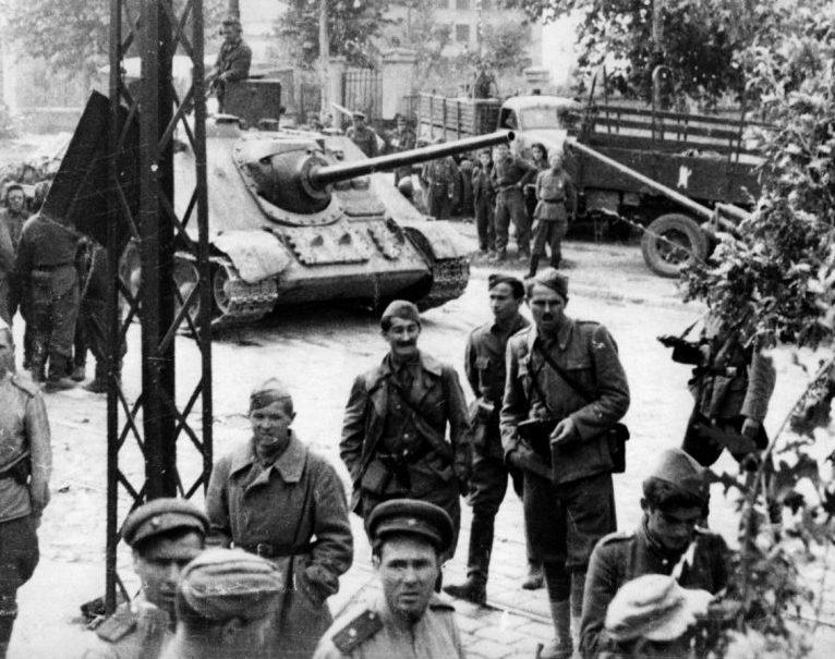 САУ СУ-85 в Бэлграде. 1944 г.