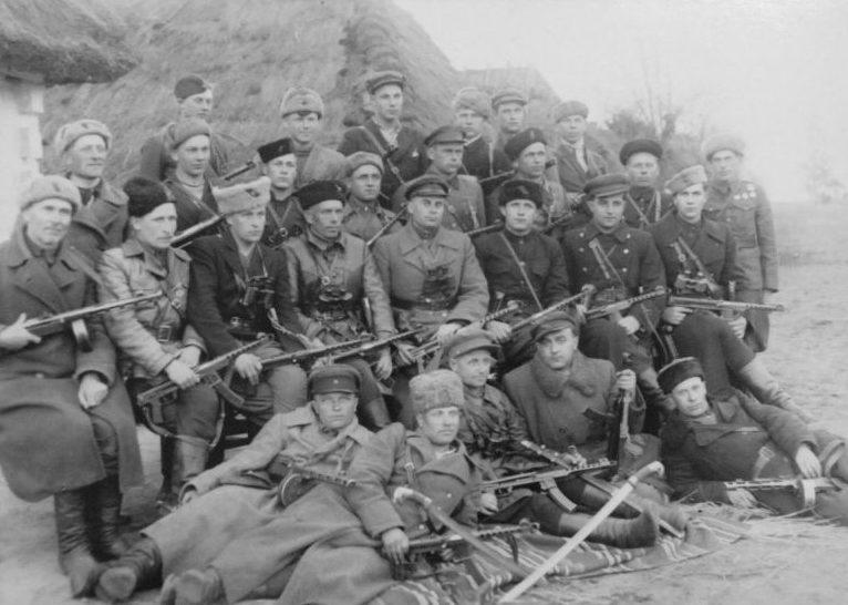 Командный состав Полтавского партизанского соединения им. Молотова. 1943 г.