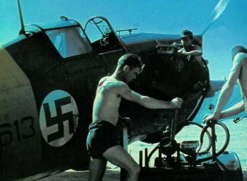 Заправка самолета Morane-Saulnier MS406. Йоэнсуу, июль 1941 г.