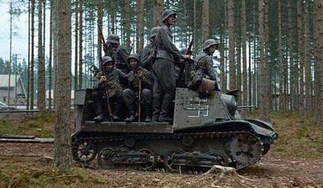 Финские солдаты на артиллерийском тягаче Т-20 «Комсомолец». 7 августа 1941 г.