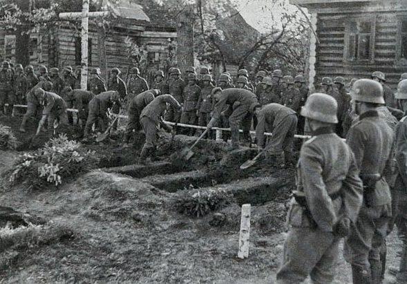 Могилы для немецких солдат. 1943 г.