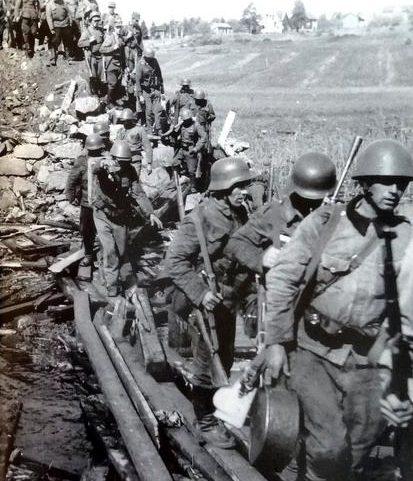 Финские войска движутся в Сортавала. 14 августа 1941 г.