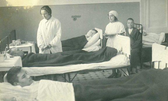 Госпиталь в школе №38. 1944 г.