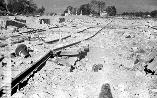Подорванные партизанами рельсы. 1943 г.