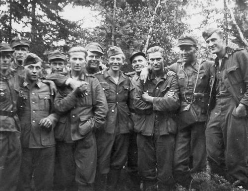 Финские солдаты с немцами в Яглярви. Август 1941 г.