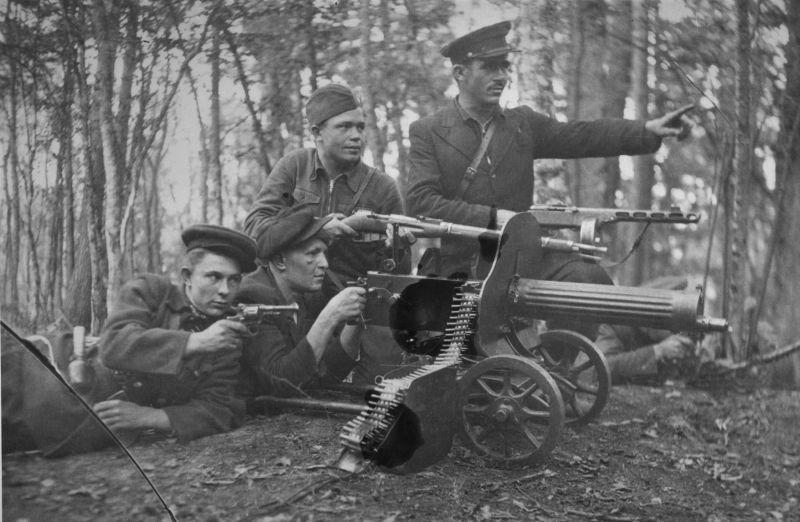 Партизаны из бригады им. Молотова. 1943 г.