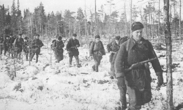 Возвращение партизан отряда «Большевик Заполярья» из боевого похода. 1943 г.