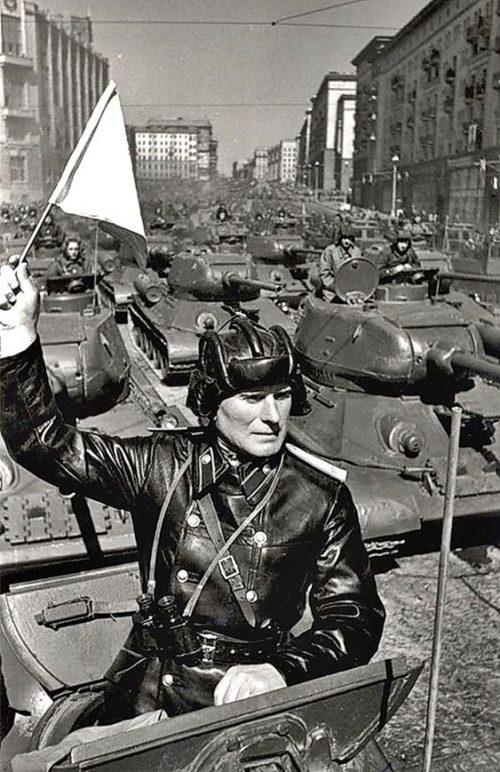 Танкисты готовятся принять участие в Параде Победы на Красной площади. Москва, 24 июня 1945 г.