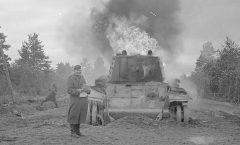 Горящий танк КВ-1 в Джессойле. 1 сентября 1941 г.