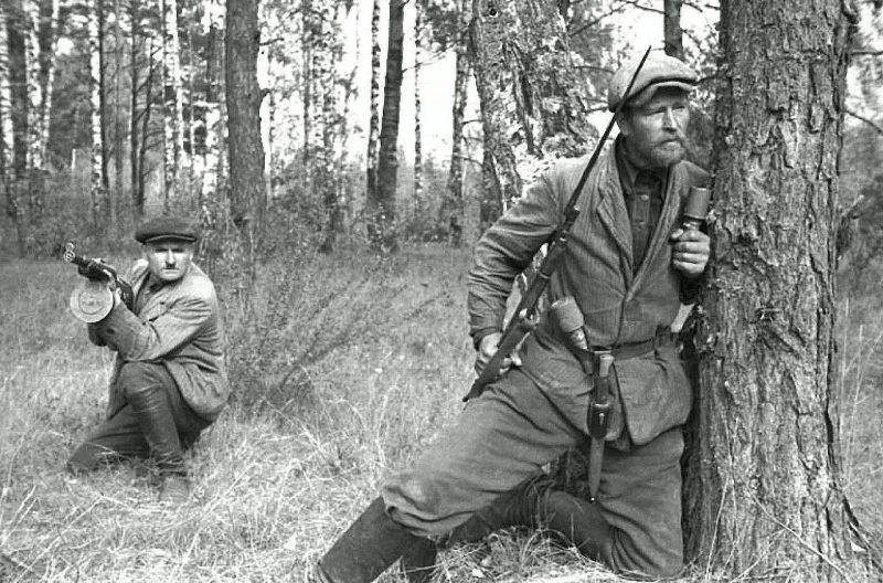 Белорусские партизаны. 1943 г.