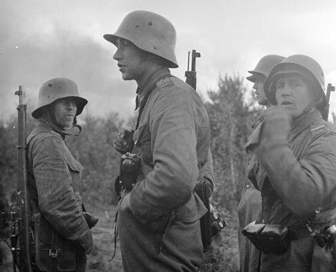 Финские солдаты у реки Свирь. Троицанконту, 7 сентября 1941 г.